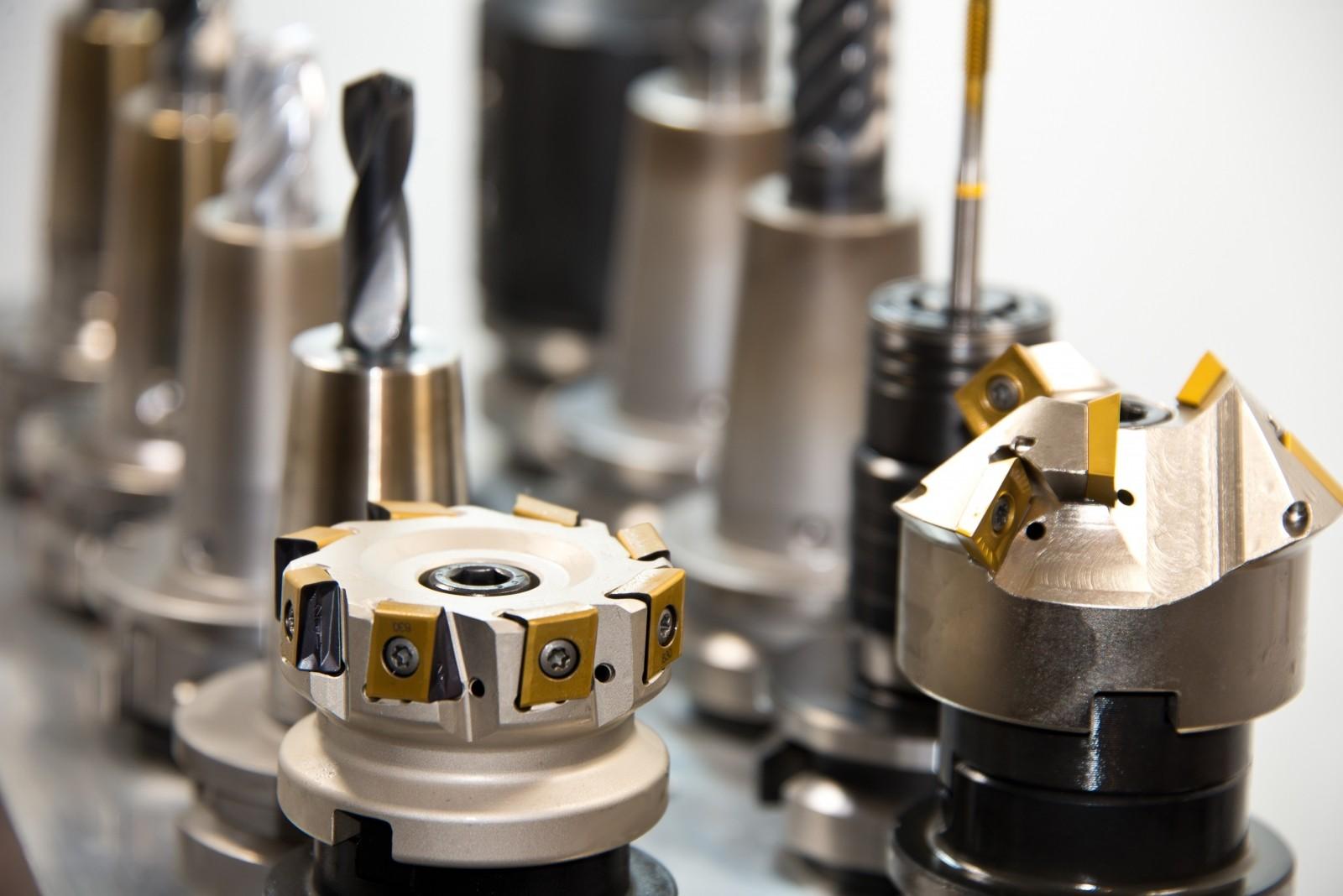 Obróbka CNC, czyli precyzyjne frezowanie, toczenie i gwintowanie
